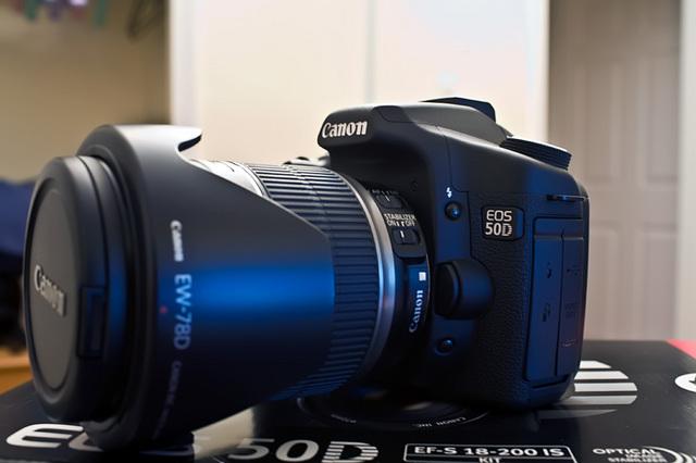 Canon 50D + 18-200mm