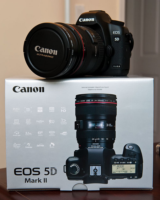 Canon 5D Mark II w/box